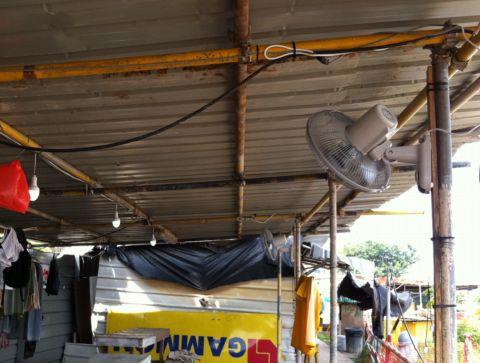 Kamtexsolar solar power system running AC fan and LED lights at construction site in Singapore - Kamtexsolar Singapore